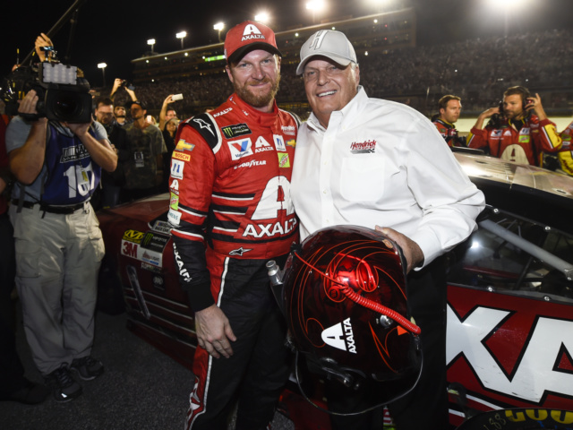 Earnhardt gifts Hendrick with final helmet, keeps final ride
