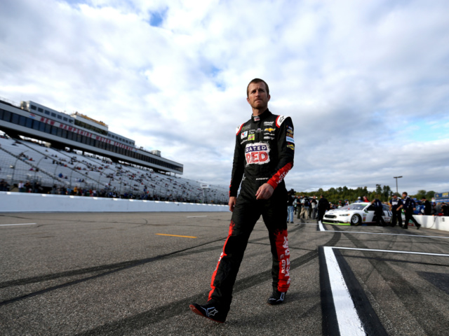 Two teammates qualify in top 12 at New Hampshire