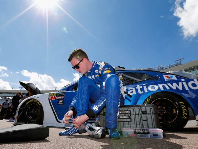 Hendrick Motorsports looks to add to records at Fontana