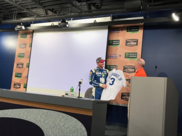 Earnhardt receives emotional gift from Kansas Speedway